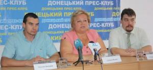 Співробітники Генерального консульства Російської Федерації під час прес-конфернції у Донецьку